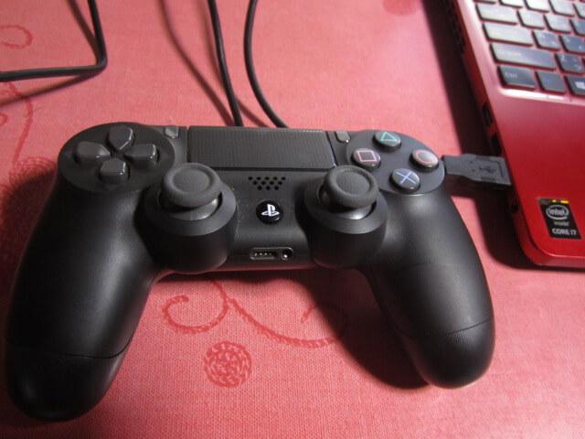 PS4コントローラーとPCをUSBでつなぐ